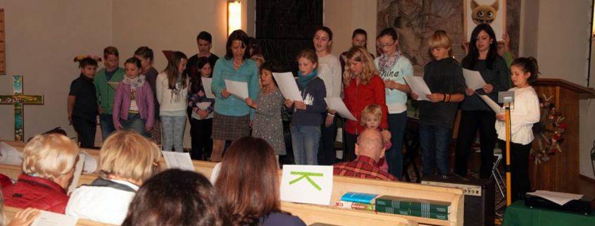 Alle gemeinsam singen das RaZeHo-Lied