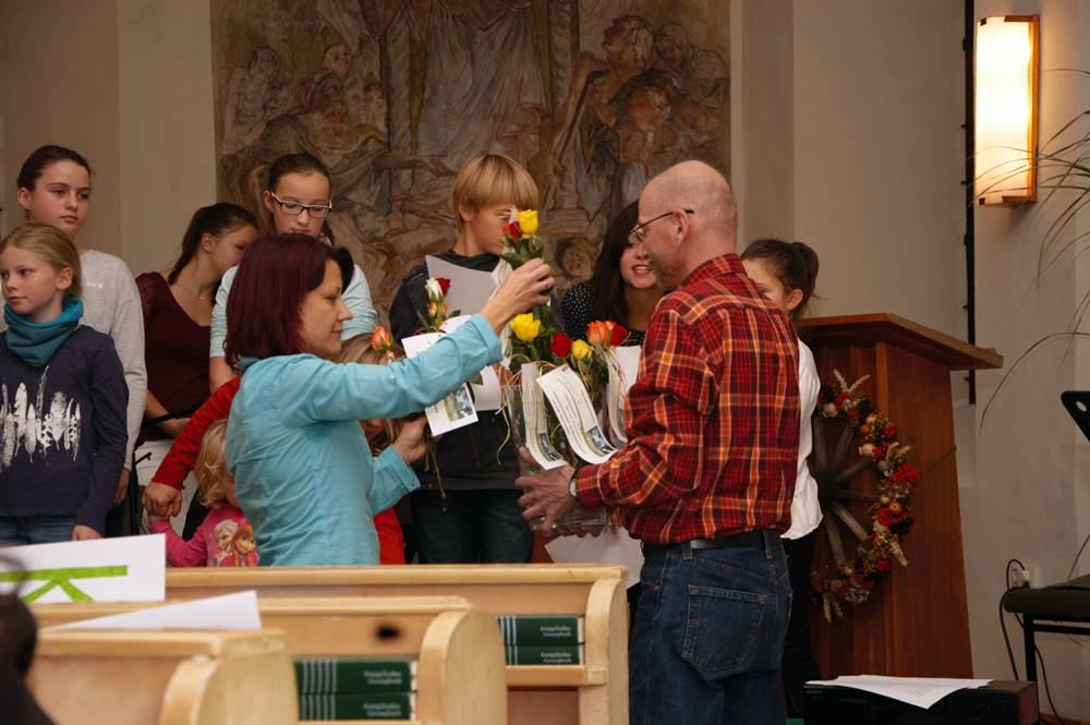 Blumen und Dank an Holger Lischke